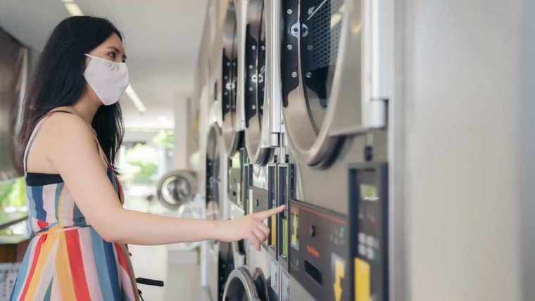 girl-in-wash-and-fun-laundromat-operating-washing-machine-Laundry services in Las Vegas